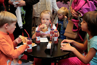 Photo: Po filmu smo se posladkali s tistim, kar imajo mumini najraje: palačinkami z marmelado!