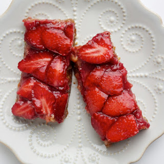 No-Bake Oat Bars With Strawberries.