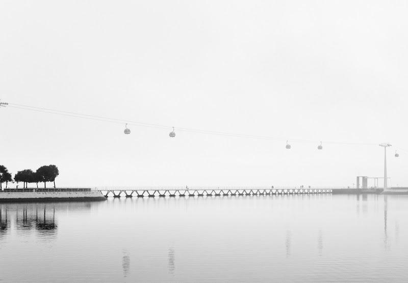Funivia di Lisbona sul fiume Tago di manolina