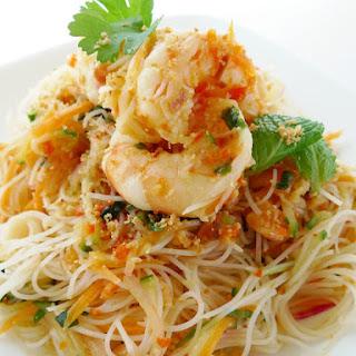 Kerabu Bihoon (Rice Vermicelli Salad).