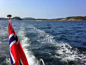 Photo: Auf dem Weg zum naechsten Ausflugsziel. Im Hintergrund Sjøsanden.