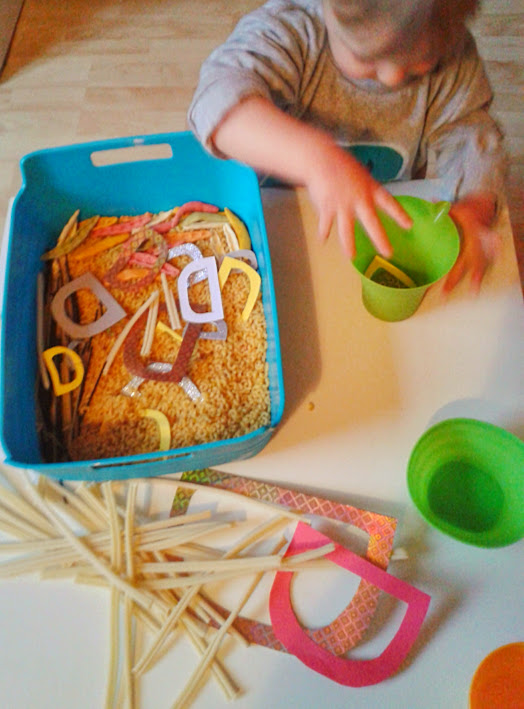 Welcome to Mommyhood: Sensory play letter D
