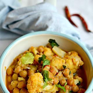 30 min Chickpeas cauliflower vegan curry | Gobhi chhole masala