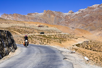 Photo: On the last stretch to the mountain pass Nakeela La (4937 meters above sea level).