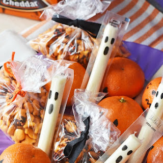 Non-Candy Halloween Lunchbox Snacks.