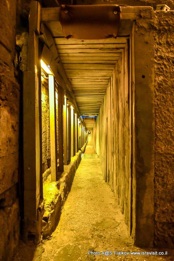 Туннель Стены Плача. Один из коридоров.