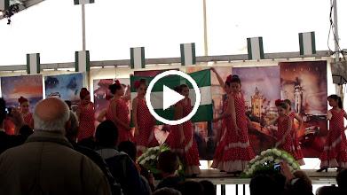 Video: Children dance to the song for Día de Andalucia.