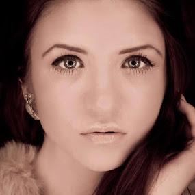 Courtney Logan by Trent Sluiter - People Portraits of Women ( glamour, canon, headshot, catchlight, fashion, 7d, ringlight, homemade, portrait )