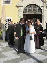 Photo: Ein fesches Brautpaar, frisch vom Standesamt.