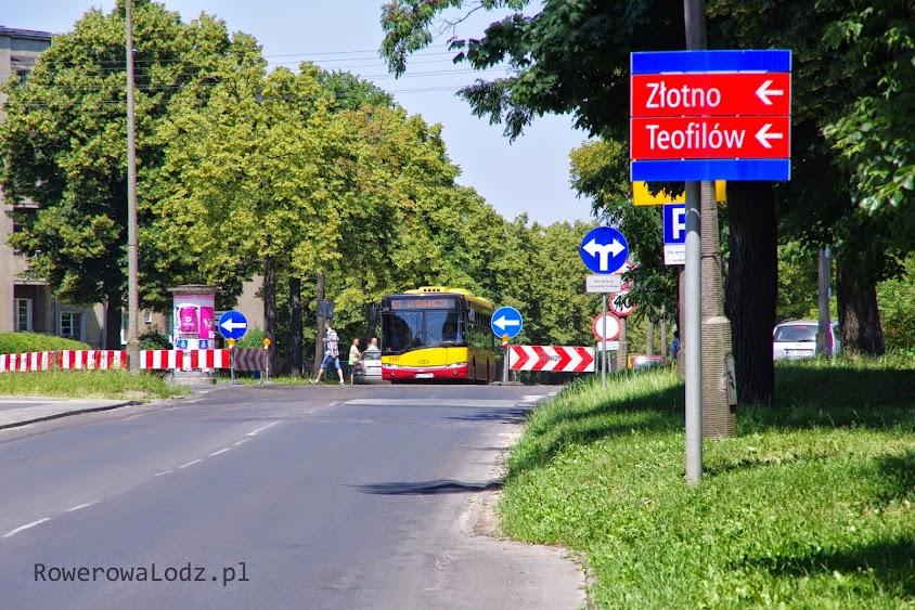 Al. Unii pomiędzy ul. Srebrzyńską a ul. Drewnowska jest jednokierunkowa (na południe)