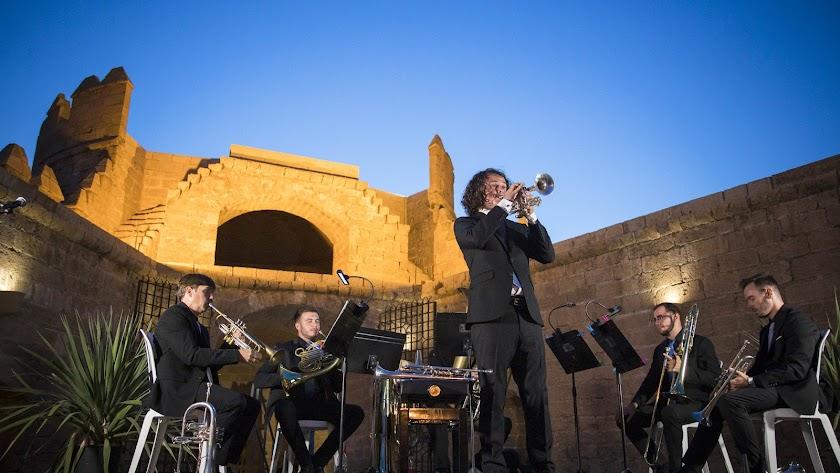 Fábio Brum, solista internacional de trompeta, y la OCAL Brass Quintet en la Alcazaba.