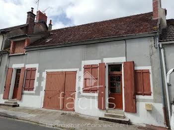 maison à Saint-Pierre-le-Moûtier (58)