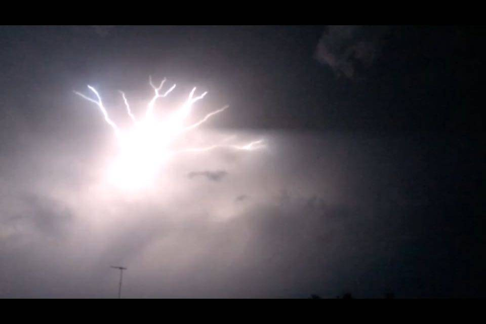 The most CRAZY lightning show I've ever seen! | Slomo-Video inside