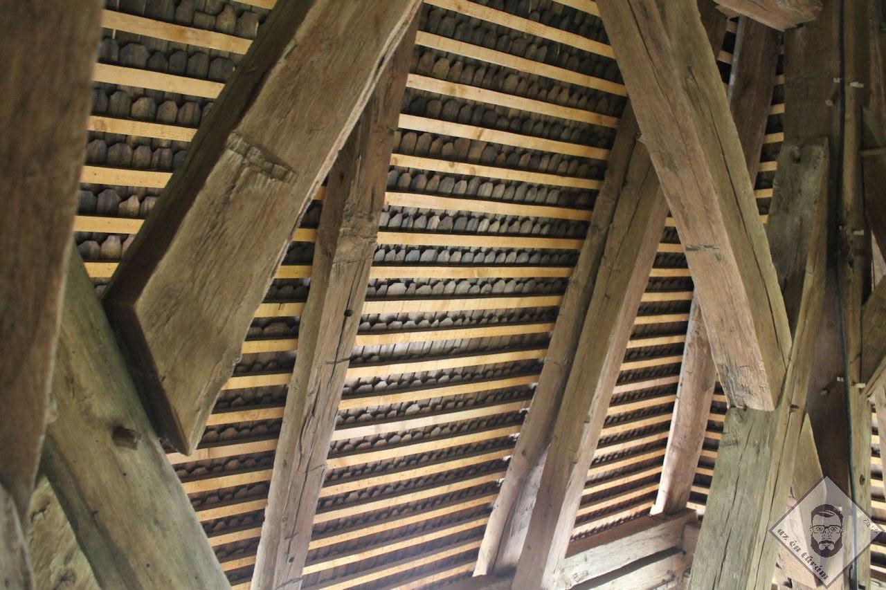 KÉP / A harangláb tetőterének faszerkezete