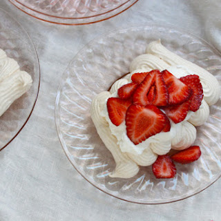 Crispy Meringues with Whipped Cream and Fruit