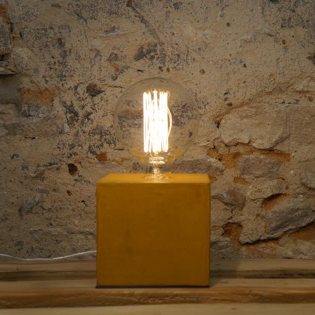 Lampe Beton By Junny Design En Beton Cire De Couleur Jaune Moutarde