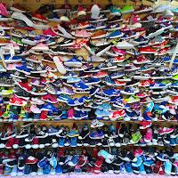 La bancarella delle scarpe di