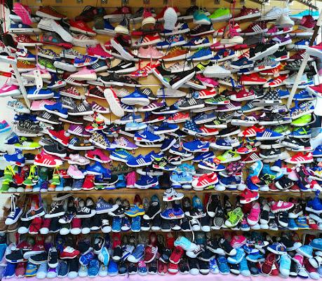 La bancarella delle scarpe di FlyBoy