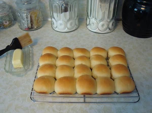 Mom's Dinner Rolls Recipe