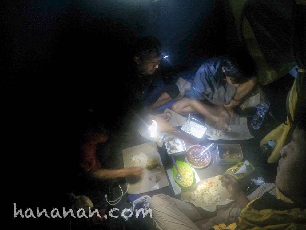 The best dinner EVER! Makan malam terenak di dunia. Pondok Salada Gunung Papandayan.