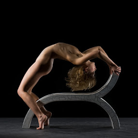 Big Bend by Shaun HODGE - Nudes & Boudoir Artistic Nude ( nude, bench, arc, bend, art-nude, skin )