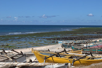 Photo: Fishing canoes near Pemba, with fish traps in the background on the reef flat