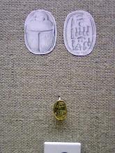 Photo: Bodrum, gouden scarabee van Nefertiti uit het scheepswrak van Uluburun