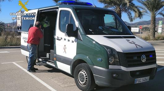 Investigan a un conductor de Adra por circular por la A-7 en sentido contrario