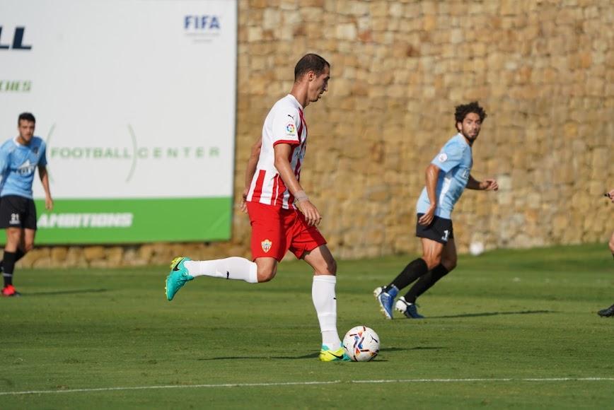 Petrovic se marchó con molestias y entró Costa.