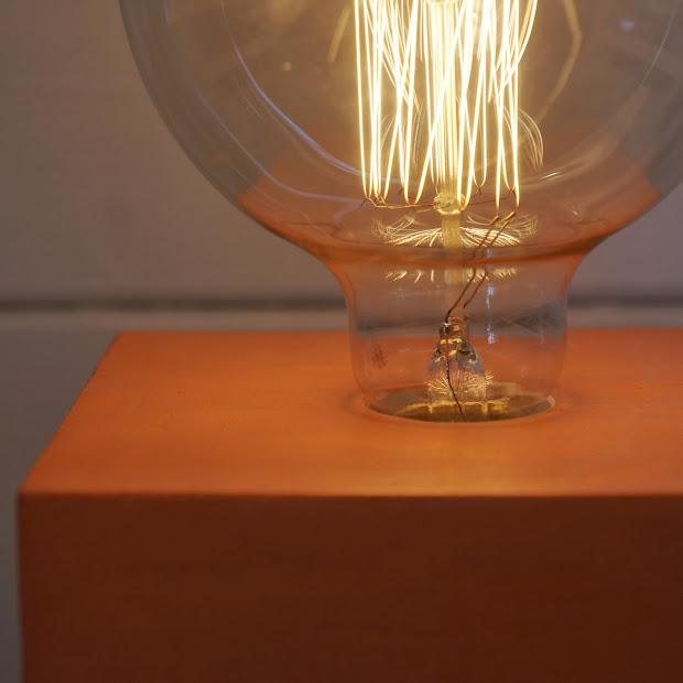 lampe cube en béton made by junny
