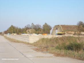 Photo: Jeden ze schronohangarów zaadaptowany na magazyn firmy betoniarskiej Bewa