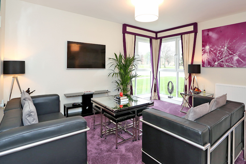 Luxury Aberdeen Airport Accommodation living room