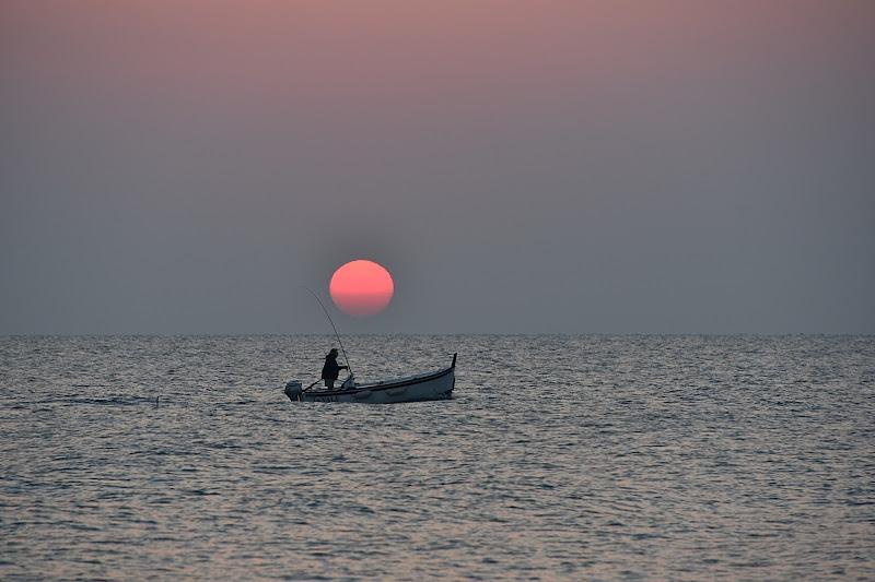 ..L'alba vinceva l'ora mattutina che fuggia innanzi, si che di lontano conobbi il tremolar della marina, Purgatorio, canto I di Bondgirl