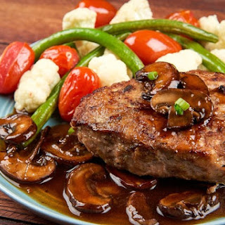 Turkey Salisbury Steak with Mushroom Gravy with green beans and cauliflower