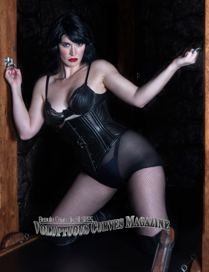 Mistress Della from Pandora's Box - published in Voluptuous Curves Magazine - photography by Vlad Grubman / ZealusMedia.com
