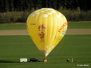 Photo: Der Dornseifer Ballon kurz vorm Start zwischen Hadem und Helberhausen