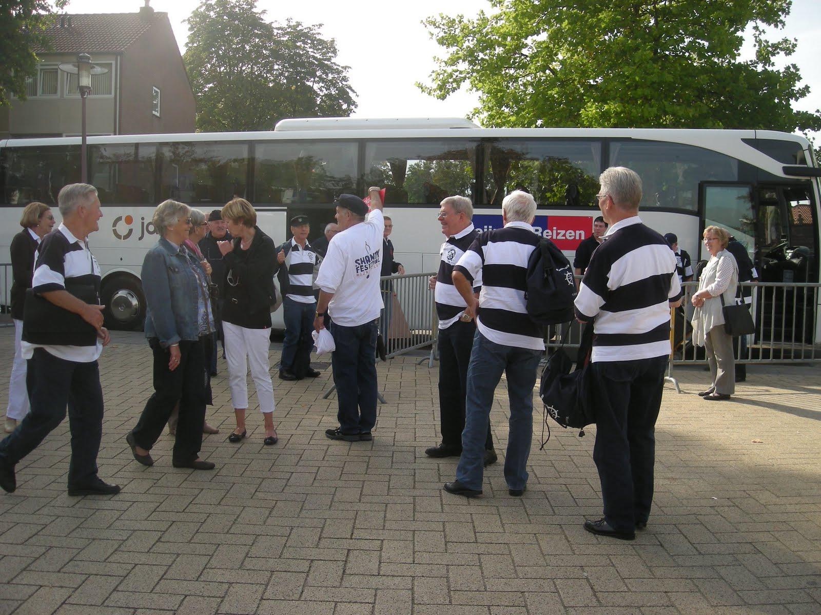 Photo: onze begeleider komt het koor begroeten
