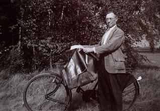 Photo: Jan Westerhof ± 1920 Boodschappen rondbrengen