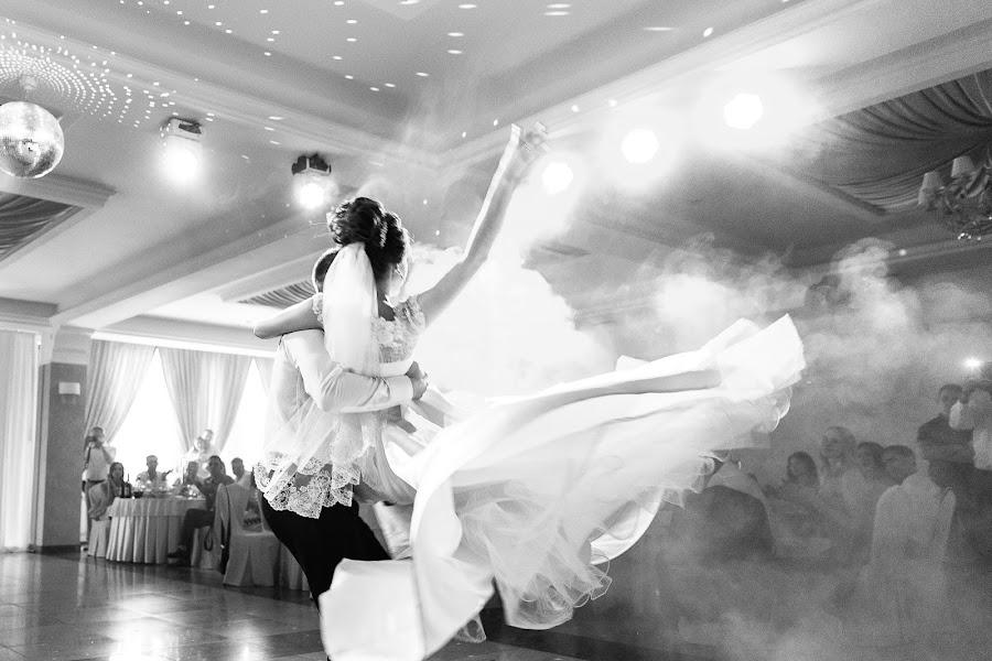 Wedding photographer Denis Smirnov (DenisSmirnov). Photo of 19.04.2018