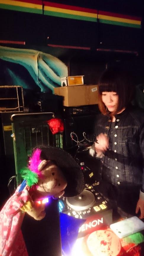 ひんでんさんは司会。バンド「1969」企画LIVE。@ヘブンズドア。DJ トッコちゃんと、「ハッピーひんでんさん人形」。