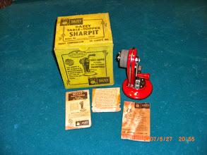 Photo: DAZEY TABLE-TOPPER SHARPIT