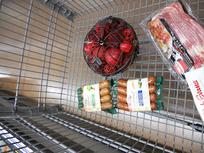 Photo: Throw the sausage in the cart