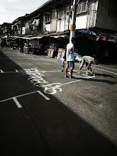 Photo: あちゃこちゃ勝手にバスケのコート つくります 公道です ペンキでがっつりとです この奔放さが この国に住み着きたくなる主な理由  Photo at Manila Philippines