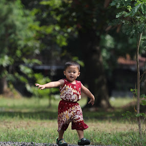 i did it by Puguh Widura - Babies & Children Toddlers ( canon, model, batik, candid, son )