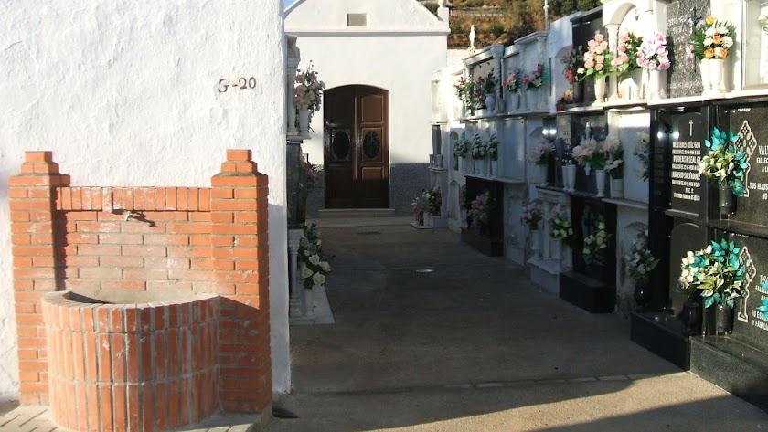 Cementerio  de Canjáyar, donde se han registrado un 22% de muertes superior a la media nacional.