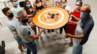 Asistentes a la charla sobre drones.