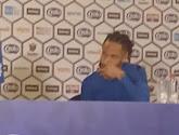 """Bongonda met dikke sigaar op persconferentie en klaar om verder te feesten: """"We gaan alles afbreken in Genk"""""""
