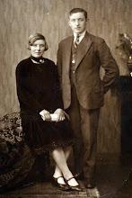 Photo: trouwfoto Jans en Annechien Hilberts-Warring, d.d. 4-4-1931. Annechien droeg een zwarte fluwelen jurk