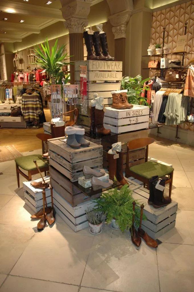 stacked crates DIY Retail Display Ideas