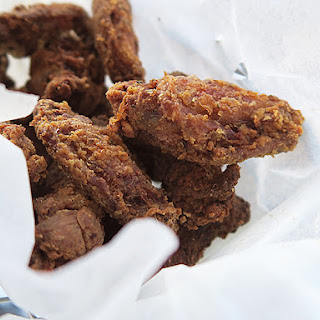 Crispy Chicken Wings and Crisps.